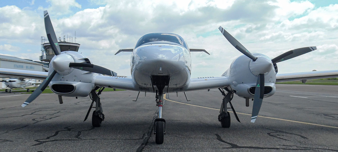 Diamond DA 42 with 3-blade MTV-6