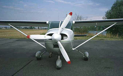 Cessna 182 with 3-blade MTV-9