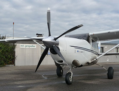 Cessna 206 with MTV-5 Propeller