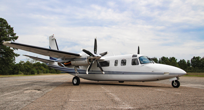 Twin Commander with 5-blade MT-Propeller